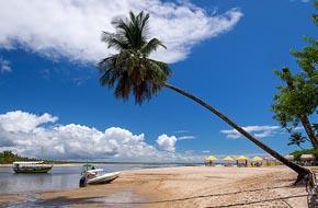 Lancha na praia de Boipeba