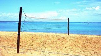 Rede de vôlei na praia de morro de sao paulo