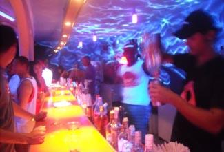 Bar de la fiesta de la Pulsar Disco de Morro de Sao Paulo