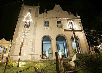 A Igreja Nossa Senhora da Luz de Morro de São Paulo de noite